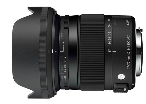 Le nouveau 17-70mm F2.8-4 DC MACRO OS HSM équipé de son pare-soleil